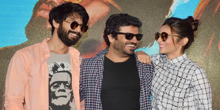 Bollywood Stars Receive The 'Ghanta Awards1