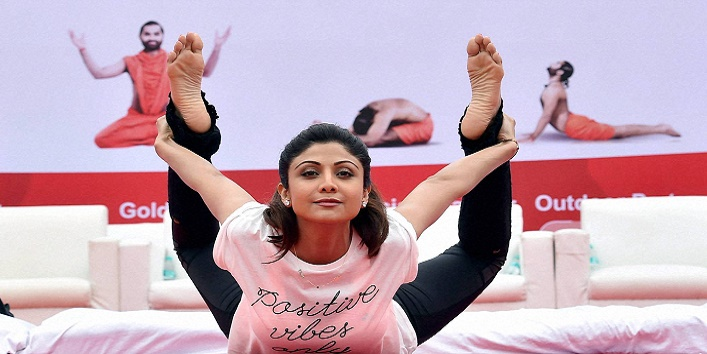 Bengaluru : Bollywood actress Shilpa Shetty Kundra performs Yoga during a mass yoga session to celebrate the 1st International Yoga Day in Bengaluru on Sunday. PTI Photo by Shailendra Bhojak (PTI6_21_2015_000016B)