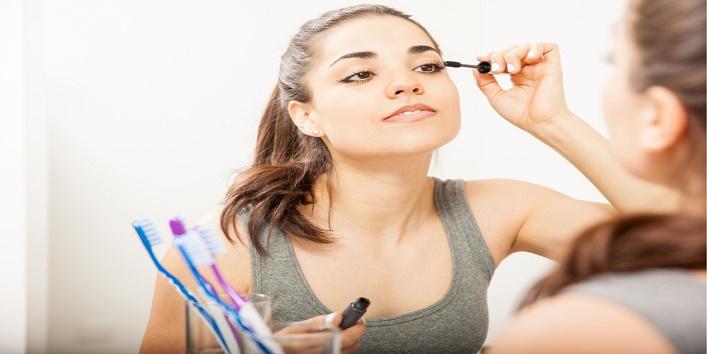 using-mascara-wand1