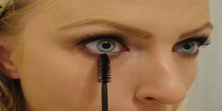 using-mascara-wand4