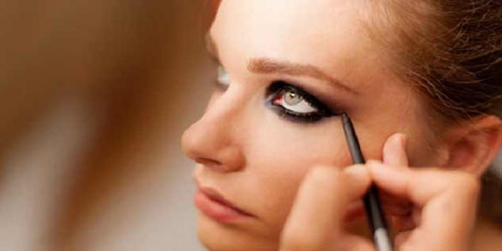 gothic-eye-makeup-tips-for-this-wedding-season-3