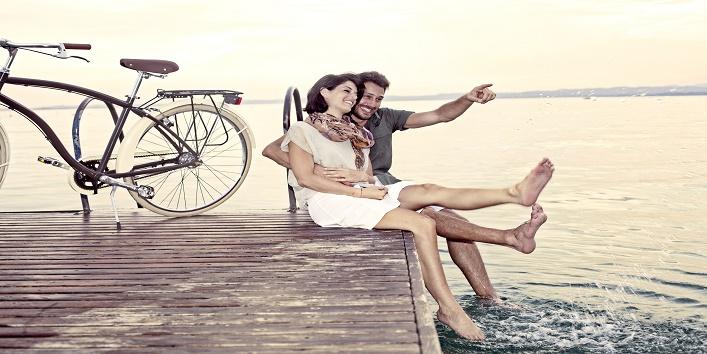 couple having fun on vacation at the lake