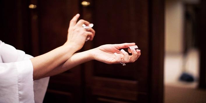 Make your perfume fragrance last longer