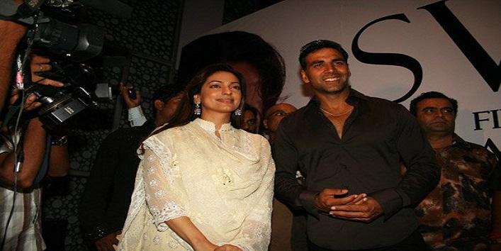 Juhi Chawla and Akshay Kumar