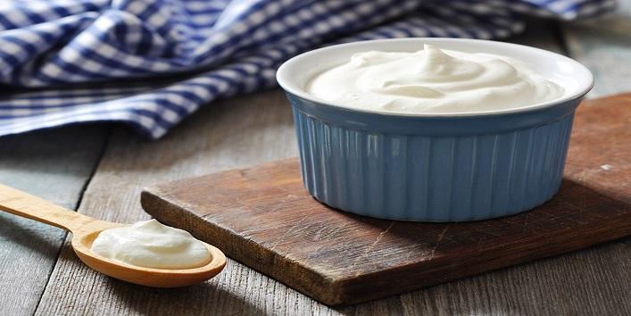 Greek yogurt and almonds