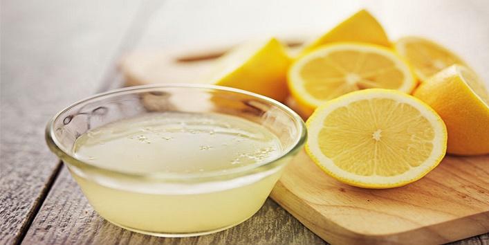 Lemon-juice-for-smelly-scalp