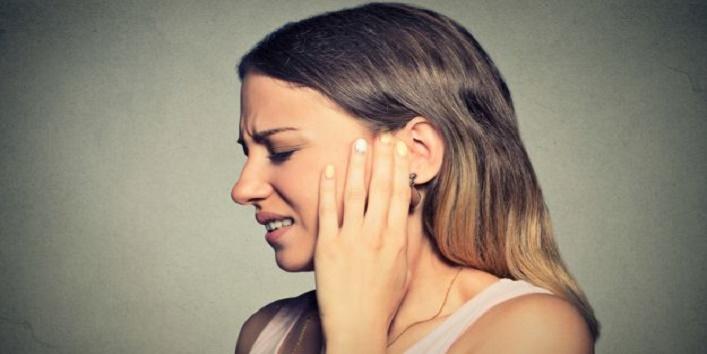 Reduces-ear-pain