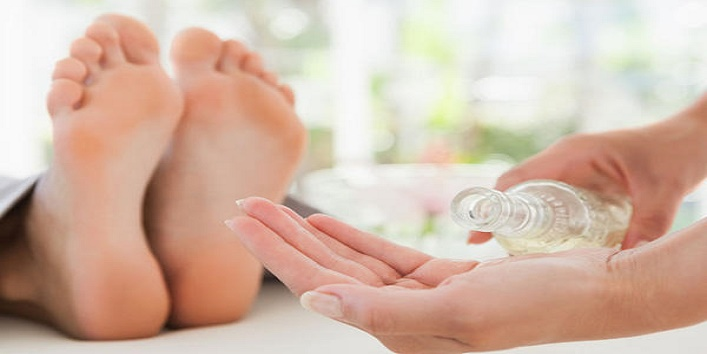 Simple-Tips-to-Take-Care-of-Your-Feet-This-Winter-6
