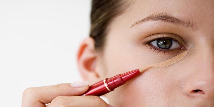 Use a non-oily concealer