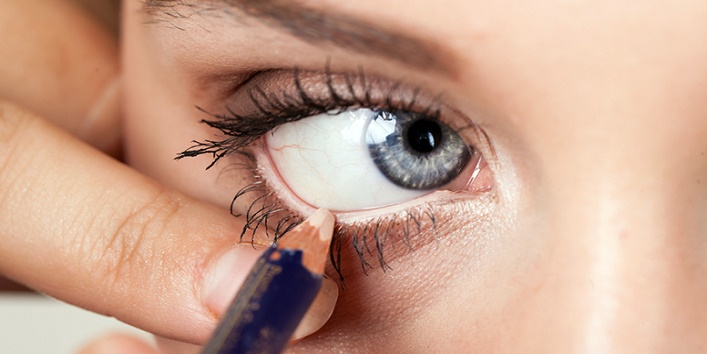 Use white eyeliner to make your eyes look bigger