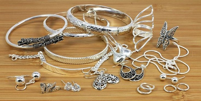 Tips to Take Care of Artificial Jewelry