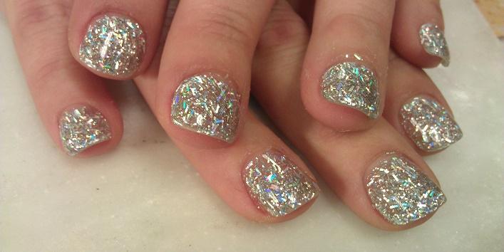 Glittery short nail