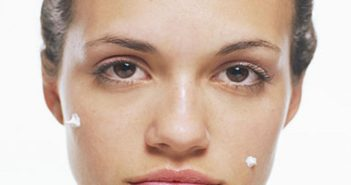 Risks of Applying Toothpaste to Your Pimple