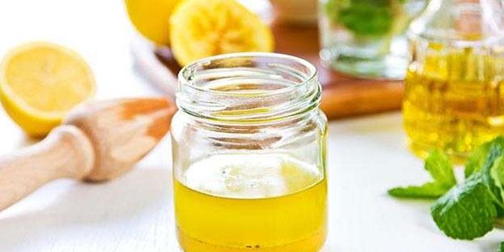Carrot-juice,-onion-juice,-olive-oil,-and-lemon-juice-hair-mask