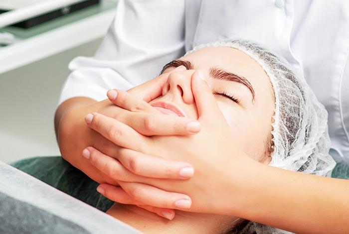 Massage-the-chin-area