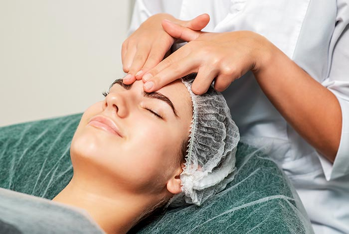 Massage-the-forehead