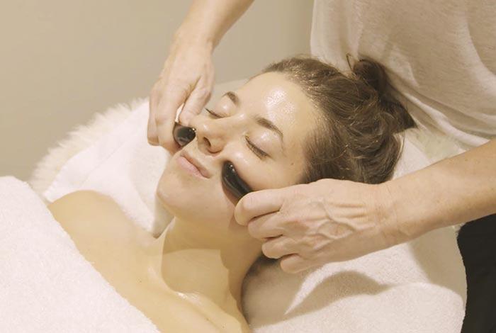Massage-the-mouth-region