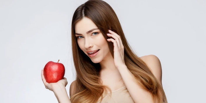 Apple-face-pack-for-glowing-skin