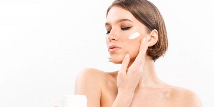 Apply-moisturizer