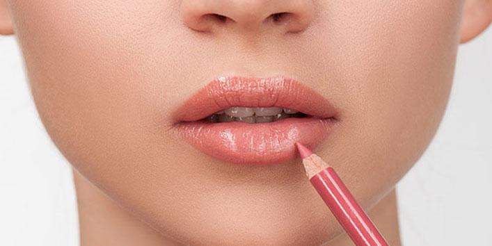 Using-a-Lip-Liner